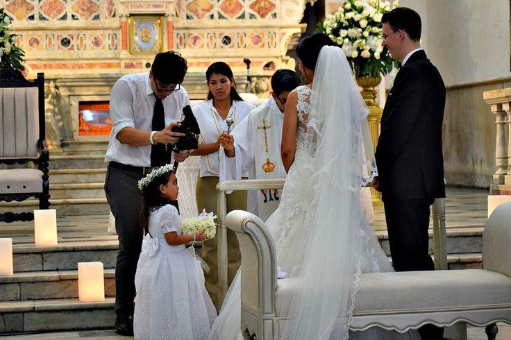 In deze aflevering van de Colombiaanse bruiloft het ja-woord, de gasten, het prachtige hotel en de borrel op het terras! Alles op z'n Colombiaans!