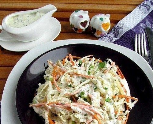 Салат из китайской капусты, моркови , яблоко