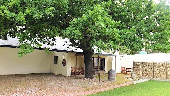:: Under Oak Cottage ::