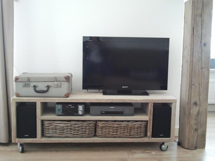 tv kast op wielen.  Van steigerhout natuurlijk!    steigerhoutholland.nl