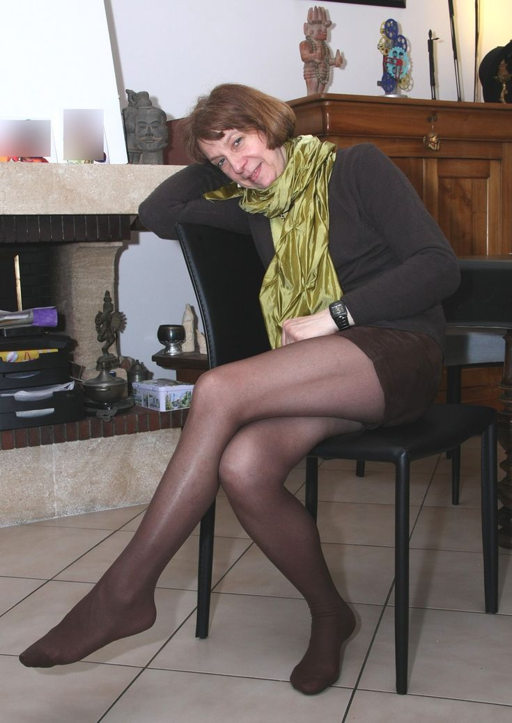 Mature Woman Wearing Black Pantyhose Shows Her Sexy Legs -1813