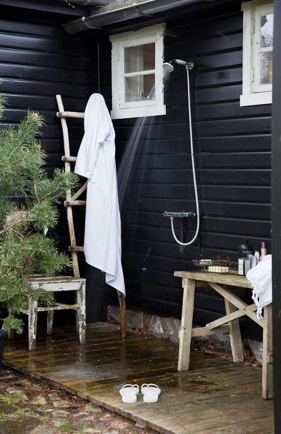 Outdoor shower | Image by Iben Ahlberg via Klikk