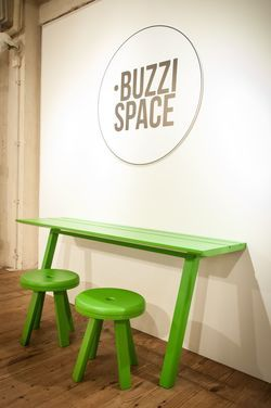 BuzziPicNic Side & BuzziMilk AllWood in Ash Lacquered Green