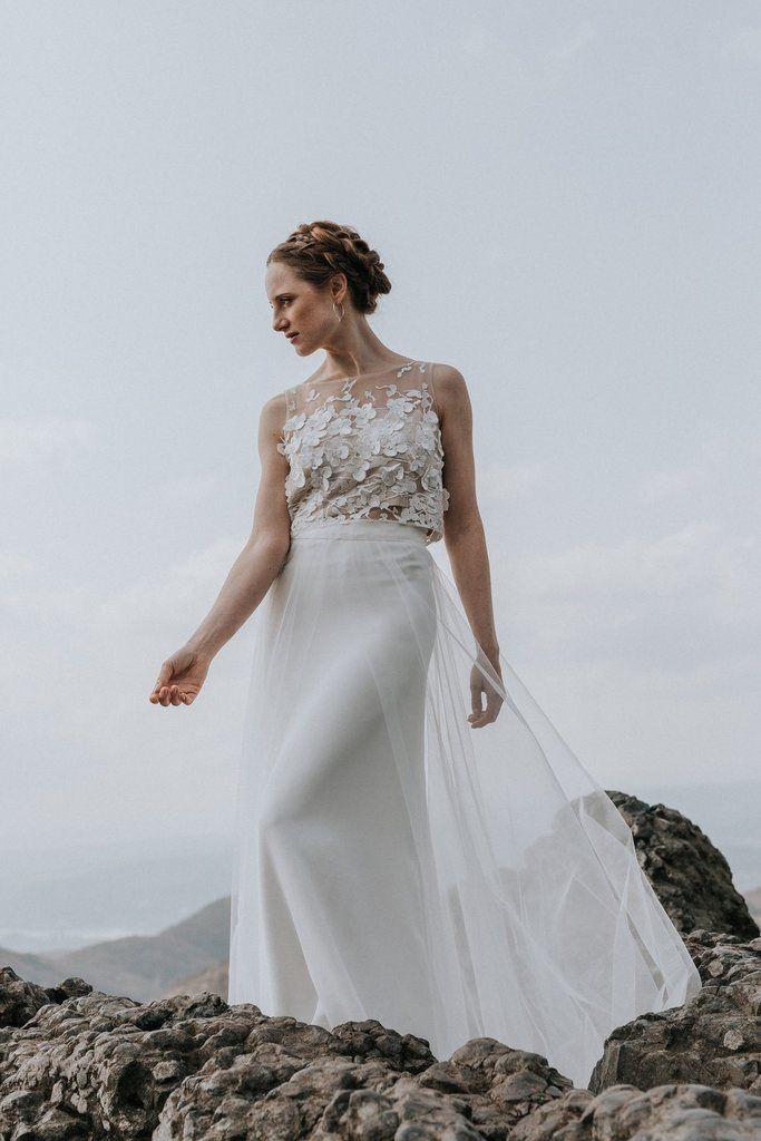 Langer Uberrock Aus Tull Mit Schleife Zum Binden Und Kleiner Schleppe Luna In 2020 Kleid Hochzeit Braut Oberteile Brautkleid Armellos