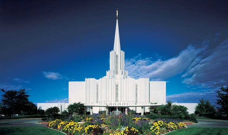 Jordan River, Utah, USA. 5th Temple I visited. My temple of choice during my first year of university, they always had room for us.