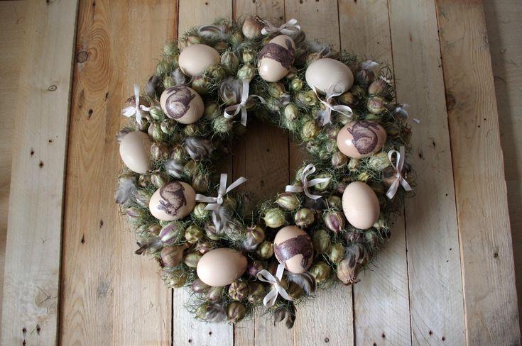 Na věnec jsme použili sušené květiny a přírodniny. Na hnědých vajíčkách je aplikovaná technika decoupage.\n - Na věnec jsme použili sušené květiny a přírodniny. Na hnědých vajíčkách je aplikovaná technika decoupage.\n ( DIY, Hobby, Crafts, Homemade, Handmade, Creative, Ideas)