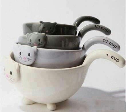 Measuring Cups. 1 kittie, 2 kitties.