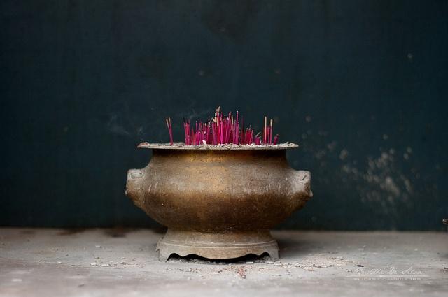 Incense (holder) by buddhi de silva. incense burning.