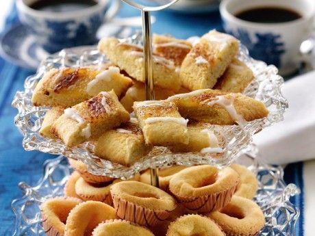 Duka upp till kafferep med härligt smuliga kakor. Här är 7 sorter.