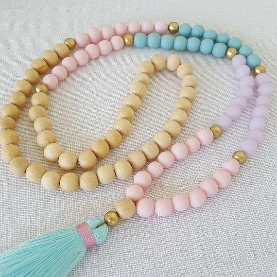 Collar borla color pastel con resina malva teal por Brightnewpenny