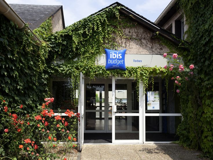 IBIS BUDGET TARBES: Tarbes, the capital of Bigorre, is located on the Adour and follows the outline of the river. Close to the Pyrenees and…