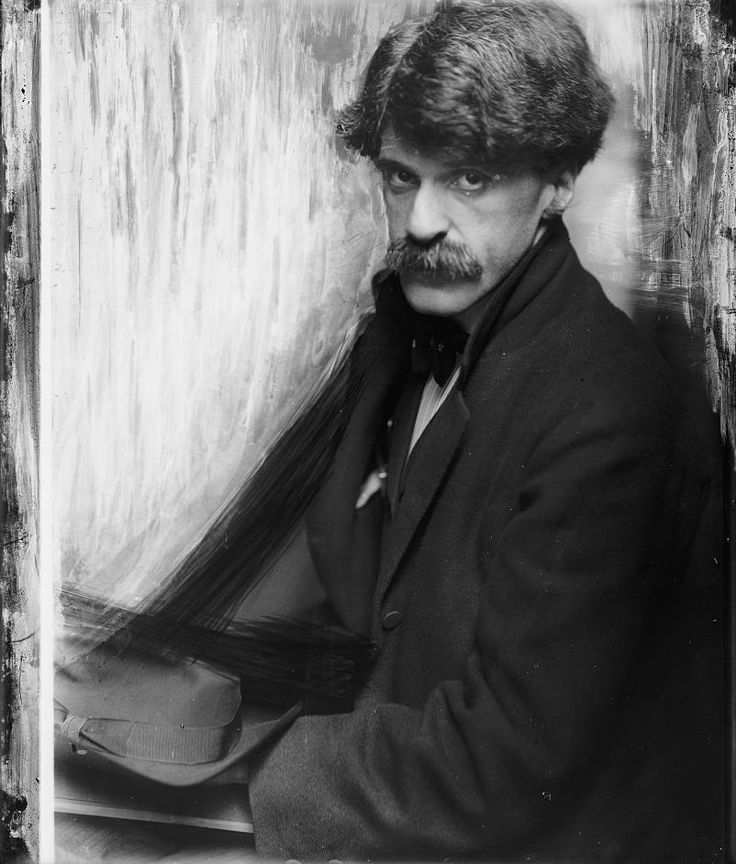 Alfred Stieglitz was one of the most influential of the early modenists. He organized the first exhibitions of children's art in his gallery 1913 and continued present new ideas such as art from exotic cultures and modern art before it was accepted by the culture in general.