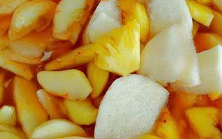 Resep asinan buah bisa menjadi hidangan untuk menyegarkan tubuh, simak resep cara membuat asinan buah segar berikut
