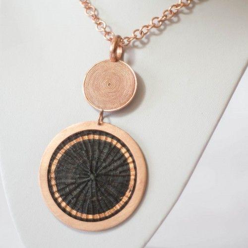 Collar de Crin y Cobre Tienda:Valeria Martinez Modelo: Sol Precio: $65.900  Ver aquí: http://bit.ly/1JhtSAB