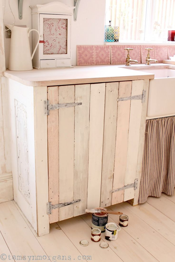 The Villa on Mount Pleasant: Upcycled Pallet Kitchen Cupboard - A Work in Progress