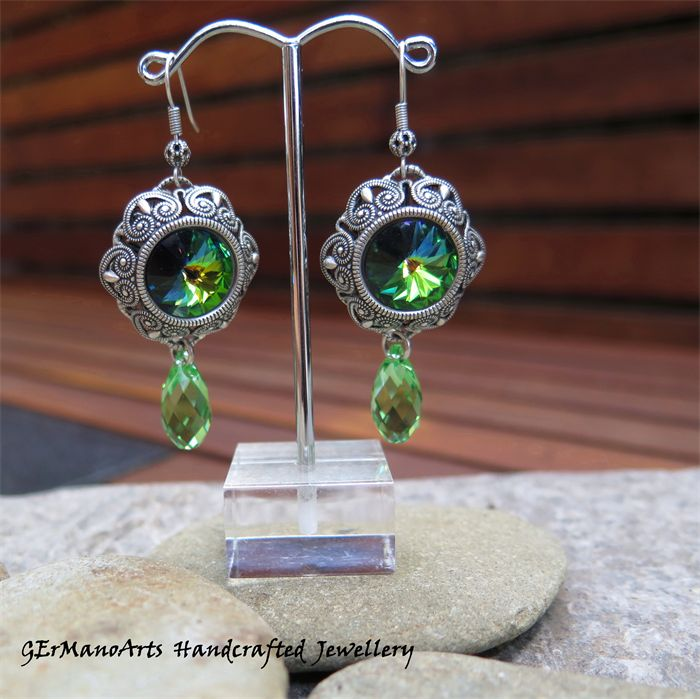 GLAMOROUS GREEN, SWAROVSKI CRYSTAL EARRINGS