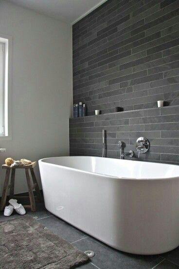 en vegg som dette med marmor We need a big bathtub that can fit 2 people