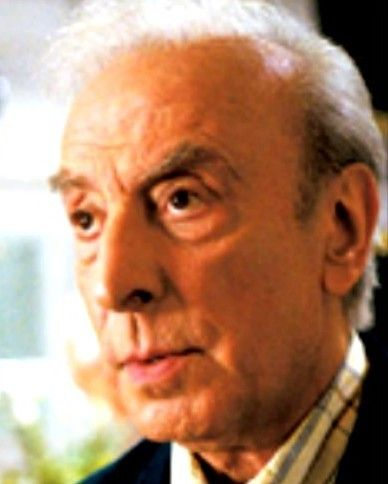 Robert Castel, de son vrai nom Robert Adolphe Moyal, est un acteur et humoriste français d'Algérie, né le 21 mai 1933 à Bab El-Oued, en Algerie