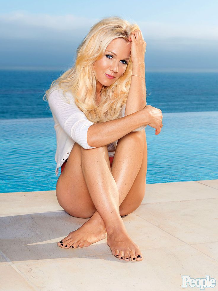 Jennie Garth . . I loved her in what I like about you. I miss that show