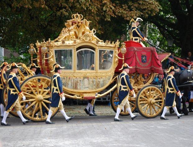 Traditie 'onze' gouden koets op Prinsjesdag in Den Haag , fijn dat het nog steeds kan !