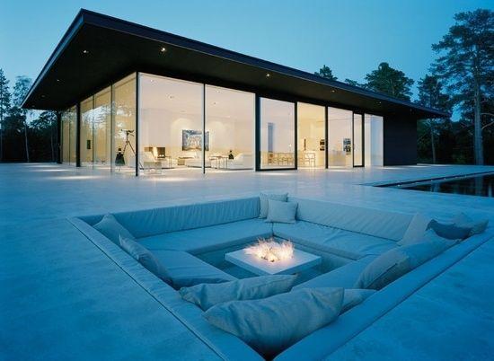 eingebauter lounge bereich offene feuerstelle garten - Eine Feuerstelle Am Pool