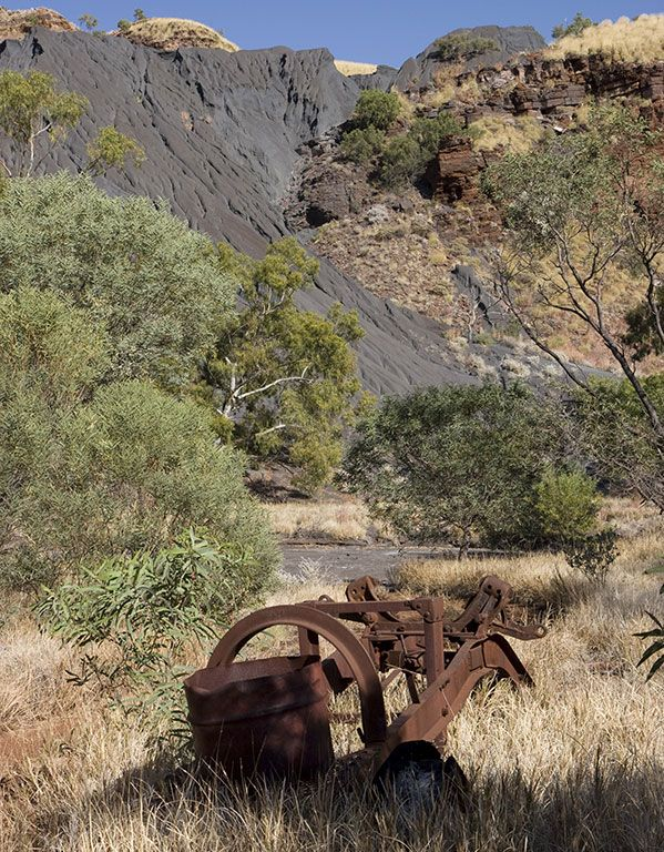 Eroded asbestos tailings dumps in Wittenoom Gorge