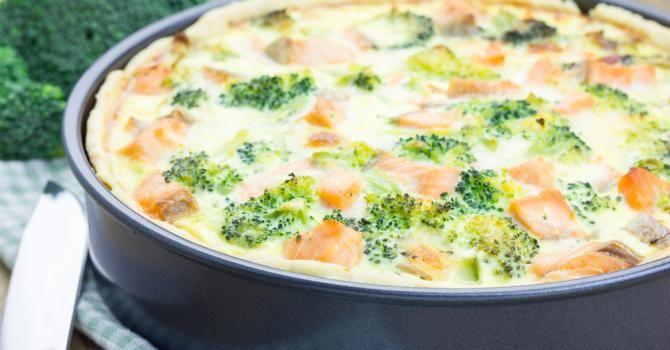 Recette de Quiche rapide diététique au saumon et brocoli. Facile et rapide à réaliser, goûteuse et diététique. Ingrédients, préparation et recettes associées.