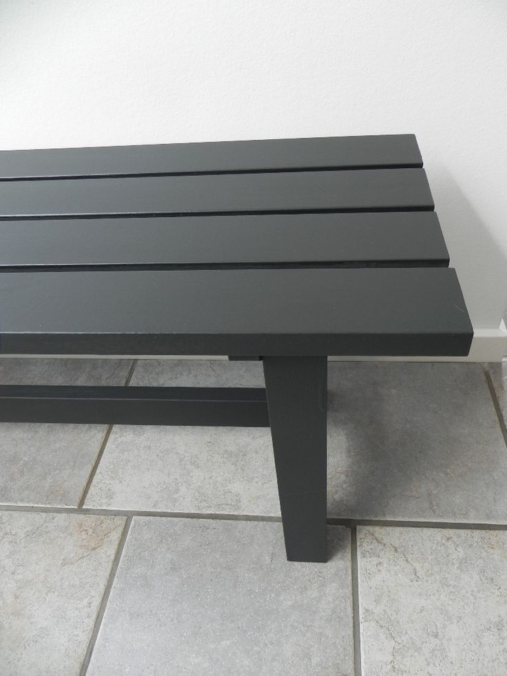 Bænk malet med kalkmaling i farven Black velvet/klar voks. Britta Hellesøe www.kalkmaling.dk