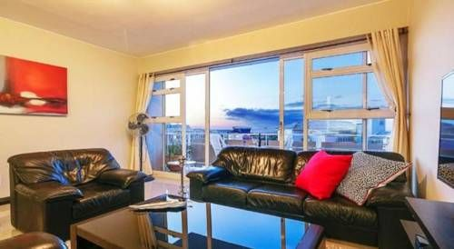 Hillside Heights 606 Cape Town Hillside Heights 606 offers accommodation in Cape Town. Hillside Heights 606 features views of the sea and is 1.2 km from V&A Waterfront. Free private parking is available on site.  The kitchen has a dishwasher. A flat-screen TV is featured.