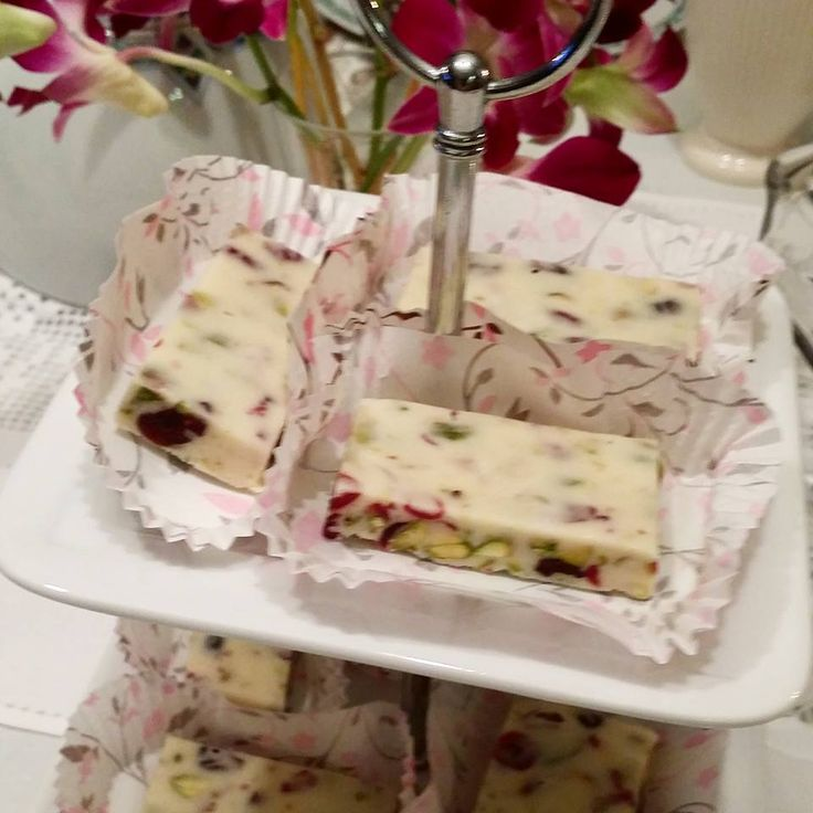 White chocolate fudge with cranberries, dried apricot and pistachios