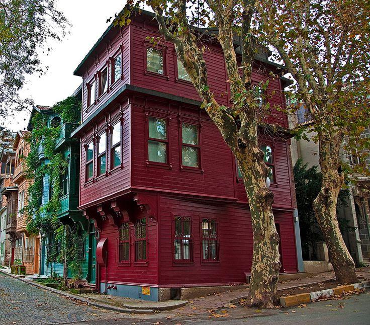 Kuzguncuk Houses by SelmaArslan-casa de madera en Turquia
