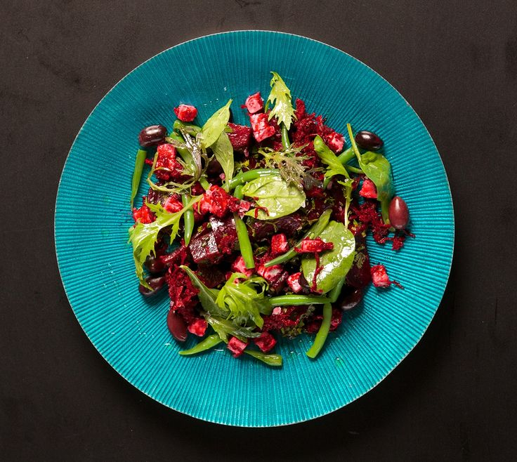 #ChefPeteEvans is in town today for talks as part of his Paleo Way seminars. We know plenty of peeps off to enjoy a day with him - and did you know he contributes to the foreword in What The Fat? Due for release in early May!  We reckon he'd be a fan of our delicious looking green bean + beetroot salad pictured! Yum!  #PeteEvans #PaleoWay #LCHF #WhatTheFatBook #CookBook #LowCarb