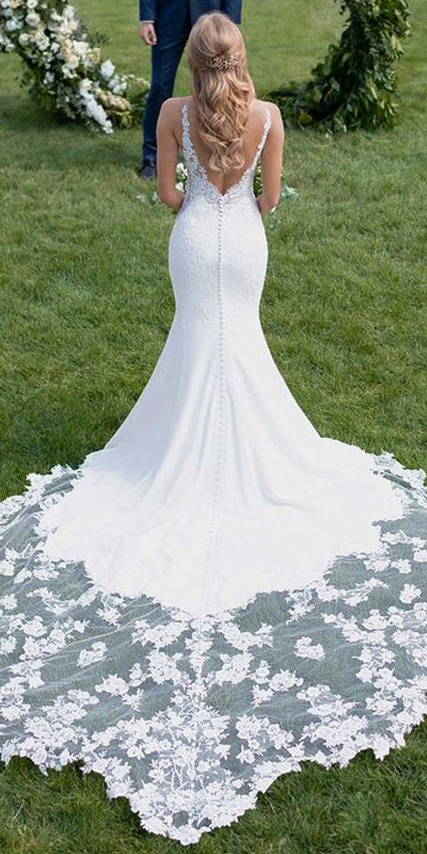 [213.20]  Romantic Tulle & Four Way Lace Appliques with Spandex V-Neck Neckline Mermaid Wedding Dress