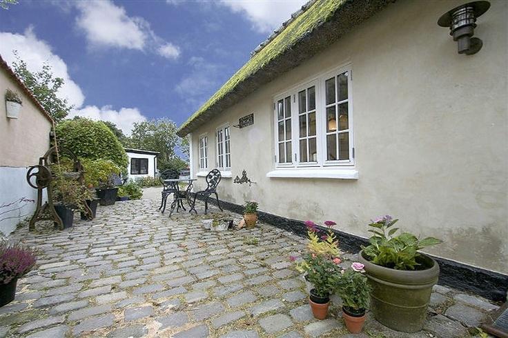 Idyllisk bondehus... Klik for fotos af boligen. http://www.robinhus.dk/ejendom/default.asp?boligid=47422