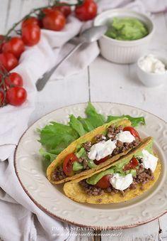 tacos con carne e guacamole