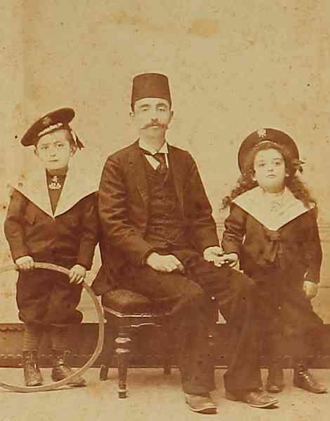 An Armenian father and his children.  Samatya (Istanbul), 1900.