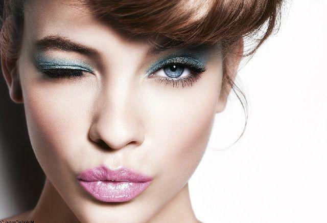 Mavi Göze Makyaj Nasıl Yapılır?