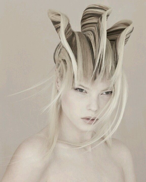 Amazing hair! Alien-like. Futuristic.