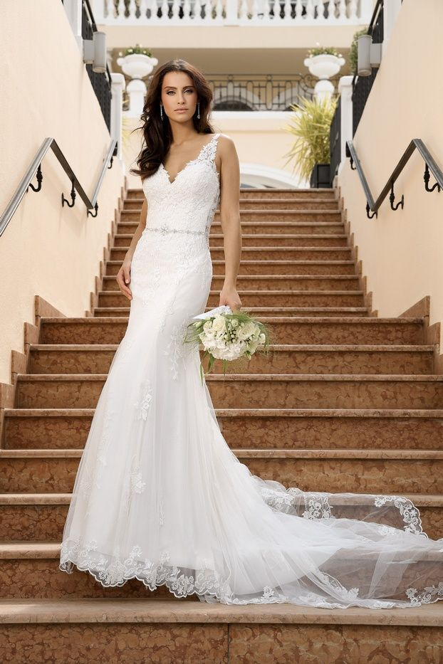 Ladybird Style 320 400 View The New Wedding Dress Collection And Find Your Dream Dress Top Wedding Dresses Wedding Dress Couture Stylish Wedding Dresses