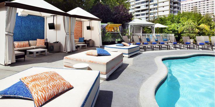 W Los Angeles * * * *  Découvrir Los Angeles tout en prenant du temps pour soi ? L'hôtel W Los Angeles – Westwood offre ce luxe… Idéalement situé non loin des plages de Santa Monica, des collines de Beverly Hills et de Bel Air, vous pourrez y séjourner sous le signe de la détente et de la modernité tout en profitant de l'atmosphère californienne typique. Au cœur du LA glamour, proche des lieux branchés festifs de Sunset Strip, vivez le temps d'un voyage comme une star d'Hollywood !