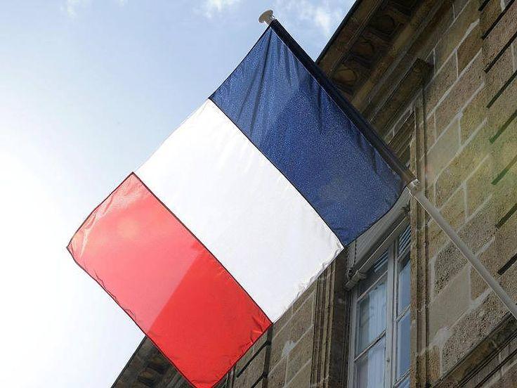 Arsenal aus Kriegswaffen: In letzter Sekunde: Französische Polizei vereitelt Terror-Anschlag in Frankreich http://www.focus.de/politik/ausland/arsenal-aus-kriegswaffen-in-letzter-sekunde-franzoesische-polizei-vereitelt-terror-anschlag-in-frankreich_id_4630100.html