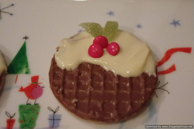 http://domesticgoddesque.com/2011/12/quick-and-easy-christmas-pudding-biscuits/