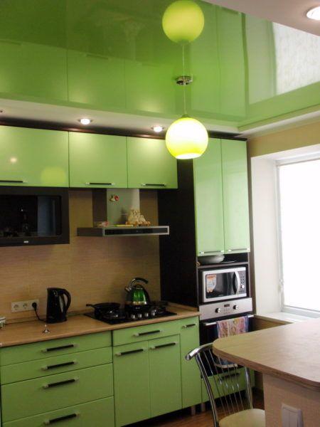 Светло-зеленое натяжное полотно