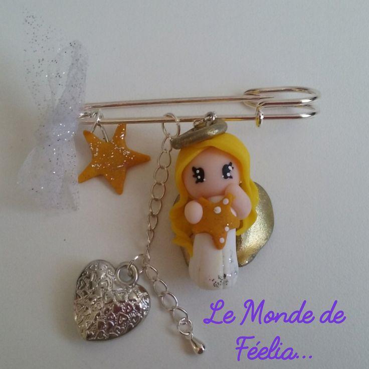 Broche, bijou de sac en fimo, ange blond, robe blanche, ailes or, coeur, étoile : Broche par lemondedefeelia