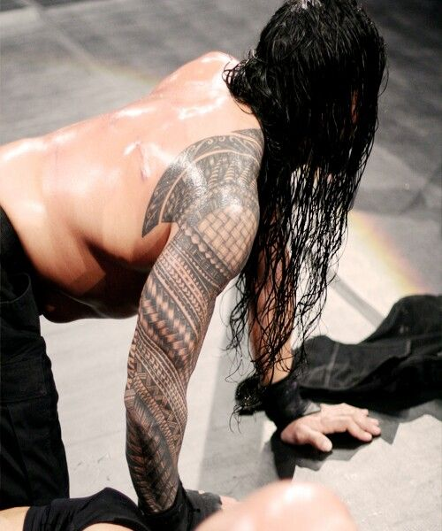 Roman Reigns (woo back shot)