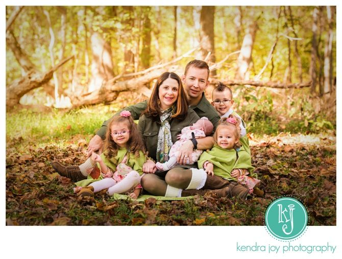 51 best fall o family picture ideas color pose and for Creative family photo shoots