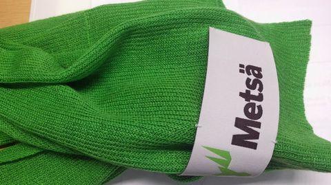 Vaatteiden valmistuksessa käytetään pääasiassa ympäristön kannalta huonoja raaka-aineita: puuvillaa ja öljyä. Suomessa niille on kehitetty vaihtoehto, joka tehdään havusellusta.