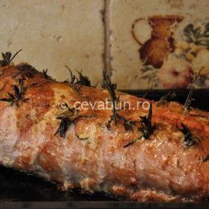 Reteta de friptura glazurata cu miere si mustar, aromata cu cimbru si rozmarin. Spate de porc fript. Cotlet de porc cu os la cuptor. Friptura de porc aromata.
