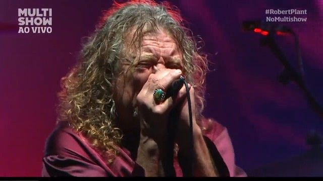"Fãs acompanham Robert Plan cantando ""Black Dog"" no Palco Onix - Lollapalooza - MULTISHOW"