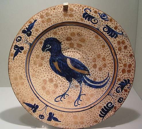 Hispano-Moresque dish with a bird decoration, ceramic, tin-glazed earthenware (majolica), Manises, Spain, 1430–50; in the Los Angeles County Museum of Art. Diameter 35.56 cm.